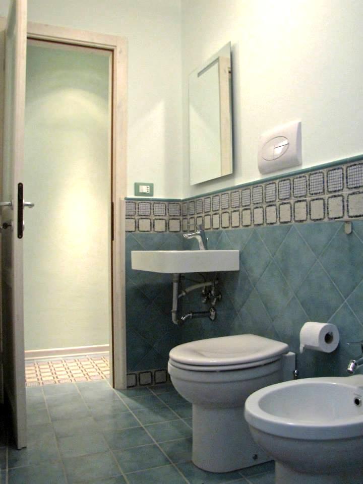 Casa vacanza nel centro storico di brolo di fronte for 2 br 2 piani casa bagno