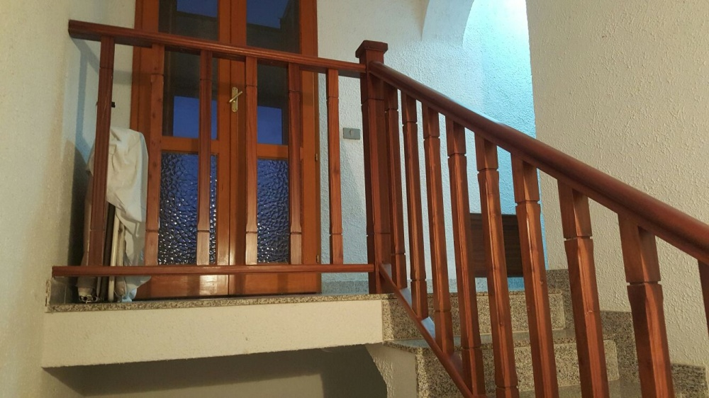 Ringhiera in legno della casa singola in vendita a Capri Leone (Sicilia)