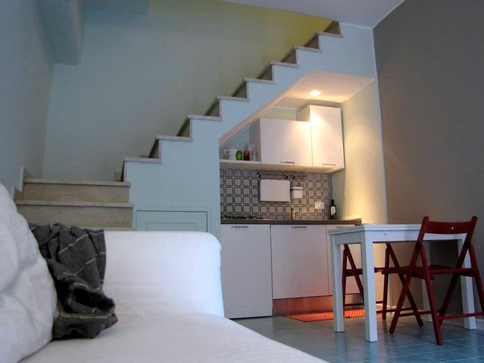 Scale di accesso dall´ingresso cucina al primo piano - zona letto