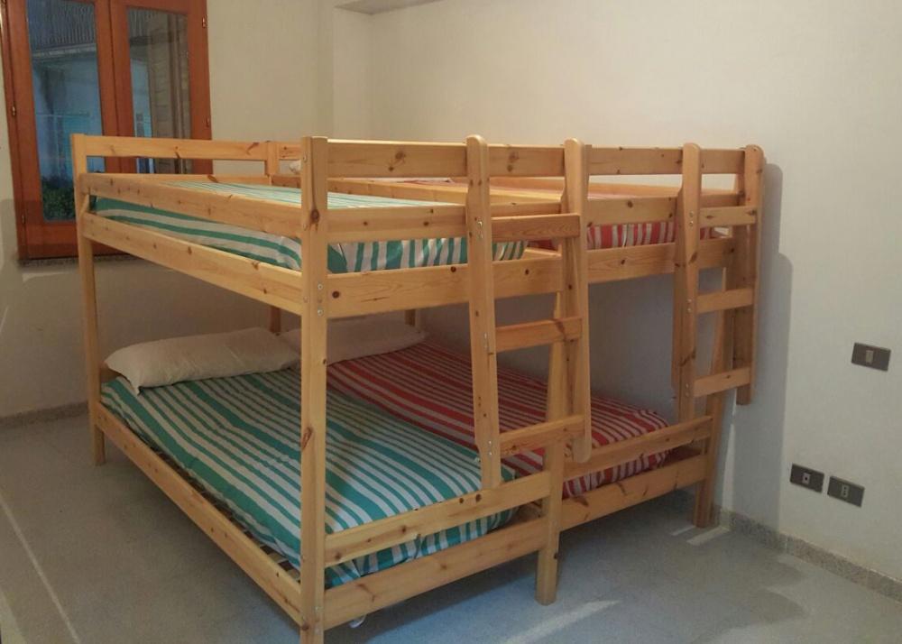 Cameretta con letto a castello matrimoniale della casa singola in vendita a Capri Leone