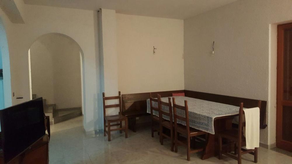Foto n. 2 della camera ingresso-pranzo della casa singola in vendita a Capri Leone
