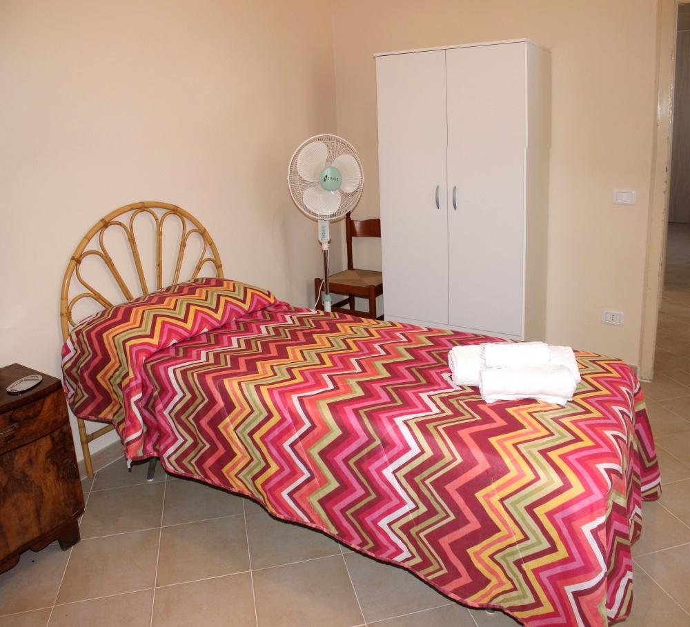 Lettino in cameretta casa vacanza di Rocca di Capri Leone RC54