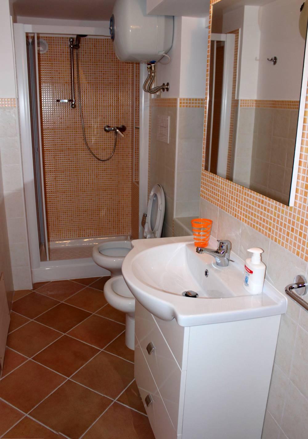 Bagno con doccia - casa per vacanze a Capo d'Orlando A35G