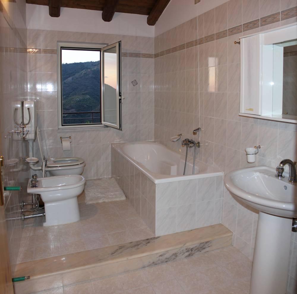 Bagno n. 1 della villa in vendita nel Comune di Mirto