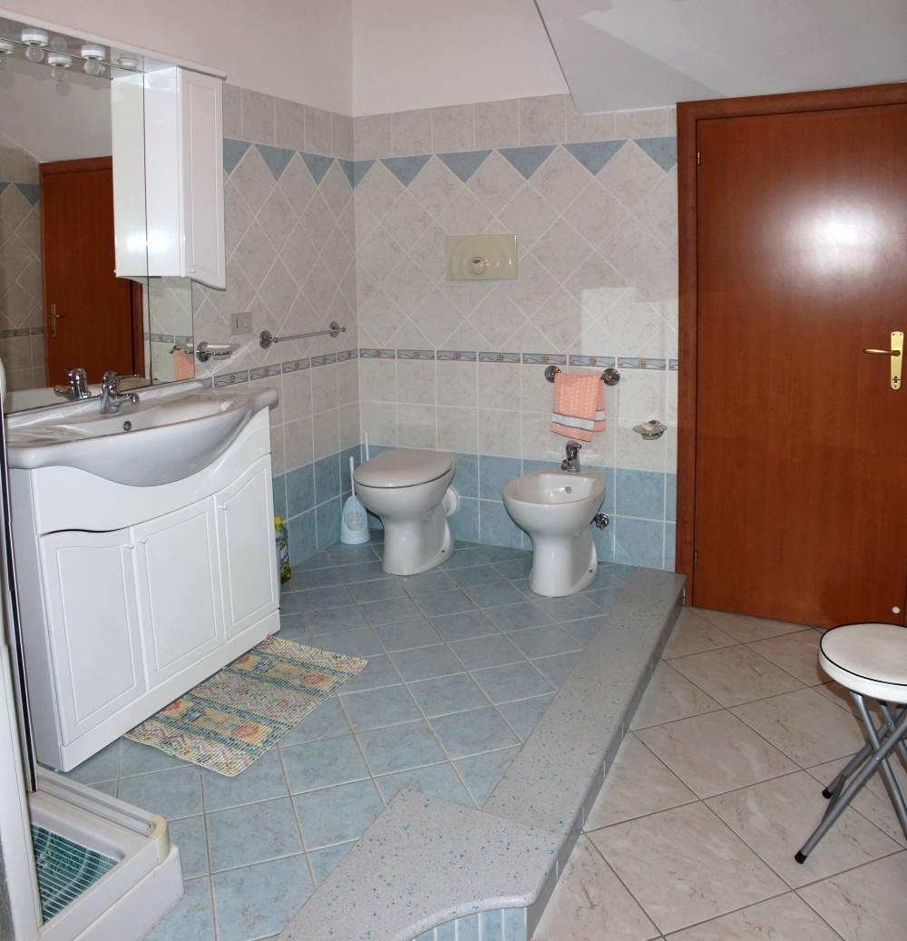 Foto n. 2 del bagno con doccia