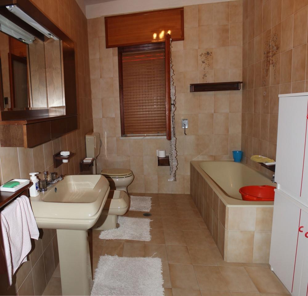 Bagno abitazione + magazzino + cantina a Capri Leone frazione Rocca - Sicilia