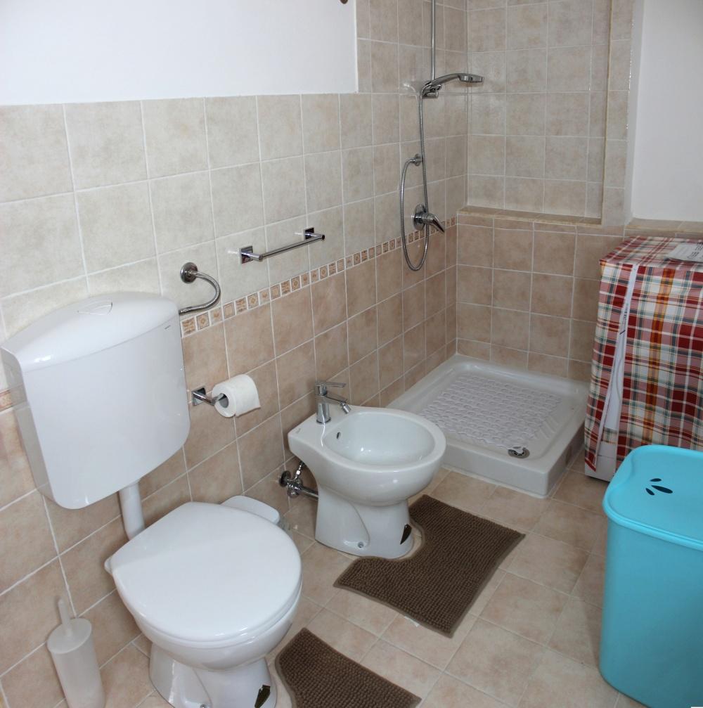 Bagno con doccia della casa vacanza di Rocca di Capri Leone RC54