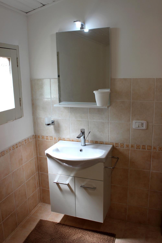 Foto n. 2 del bagno della casa di Rocca di Capri Leone RC54