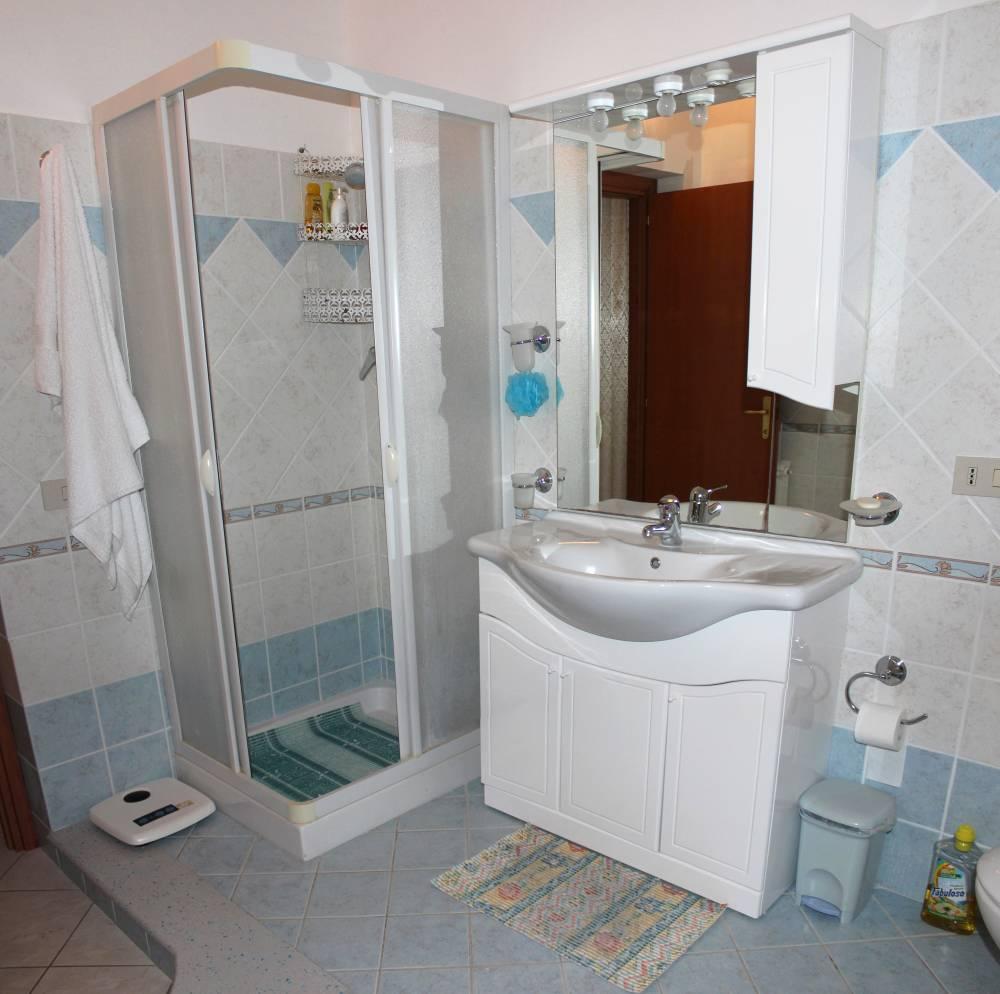 Foto n. 1 del bagno con doccia