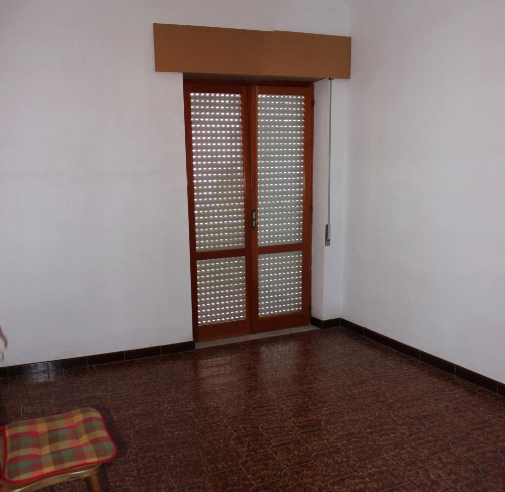 Camera 3 appartamento + magazzino a Rocca di Capri Leone
