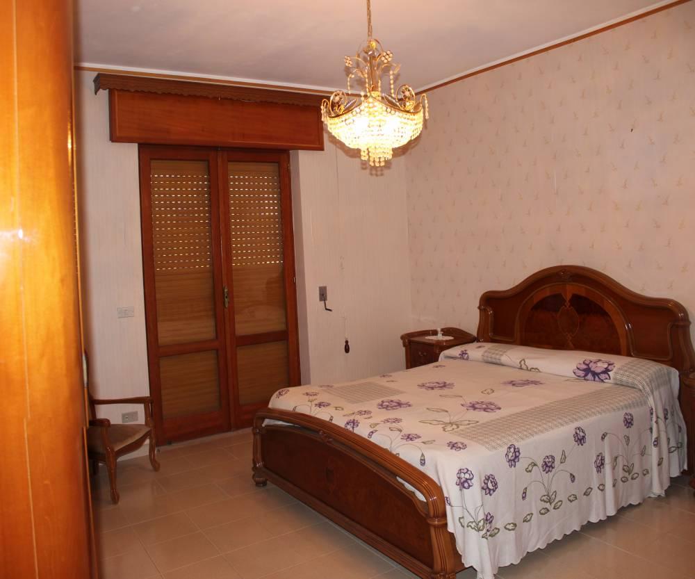 Camera da letto matrimoniale abitazione in vendita città di Rocca di Capri Leone - Sicilia