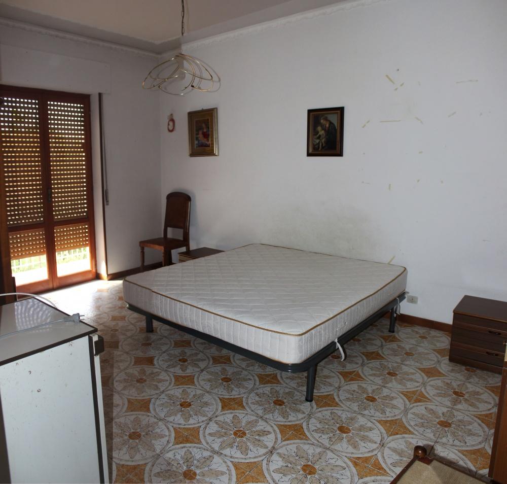 Camera da letto casa in vendita a Rocca di Capri Leone di fronte Irritec