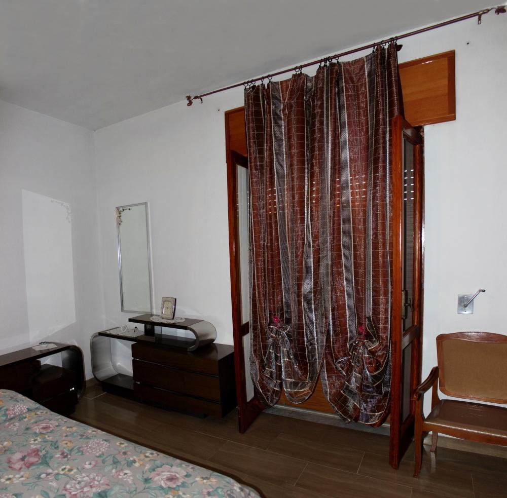 Tenda in camera matrimoniale abitazione + magazzino + cantina a Rocca di Capri Leone