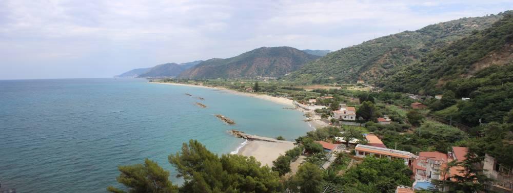 La bellissima baia di Testa di Monaco con sabbia fine e fondali bassi
