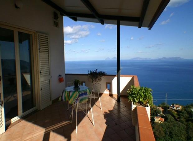 Villa con straordinaria vista mare a Capo d´Orlando. Rif. CD33