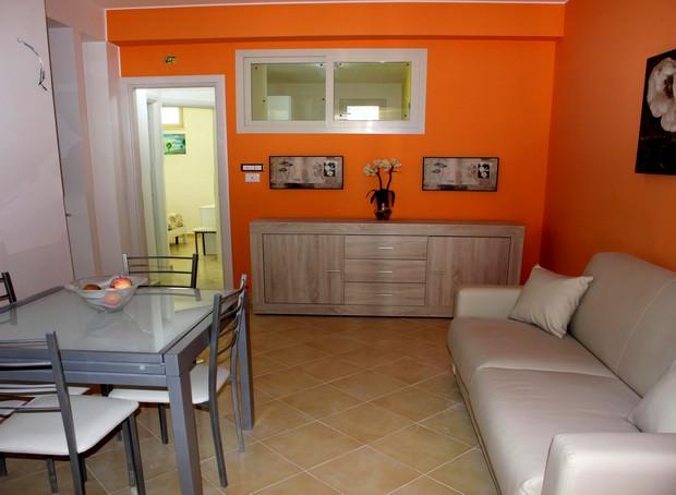 Deliziosa casa vacanza nella meravigliosa zona di S. Gregorio. Mare a 50 metri. CD70