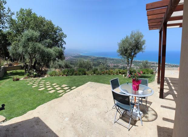 Bellissima Villa per vacanze in zona panoramica con vista mare ed Isole Eolie. Rif. CD78