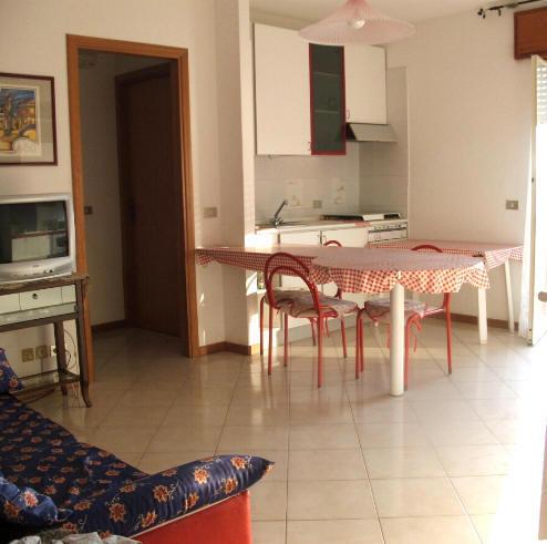 Cucina abitabile con divano letto 2 posti