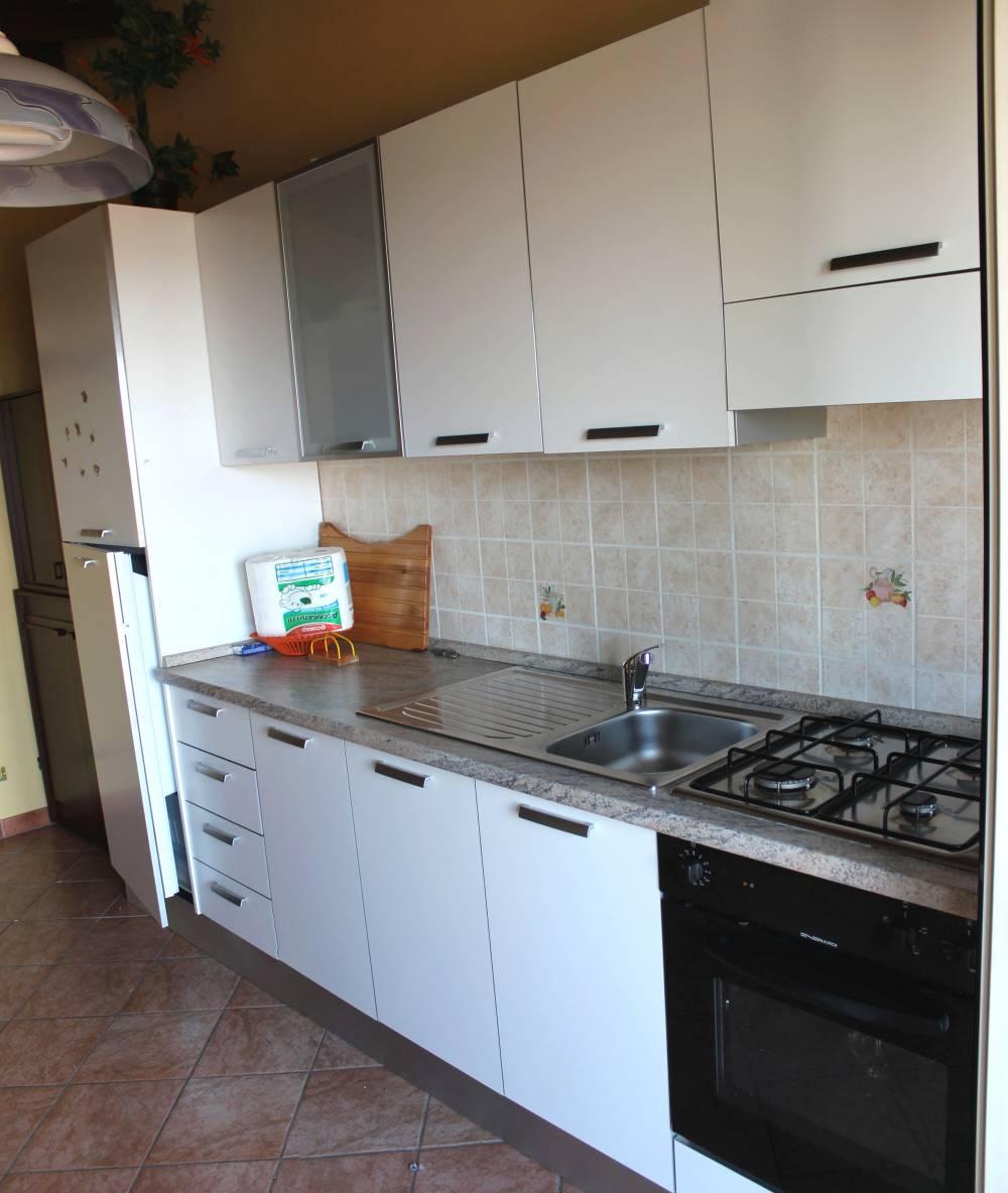 Cucina al piano secondo del fabbricato in vendita a Torrenova - Sicilia