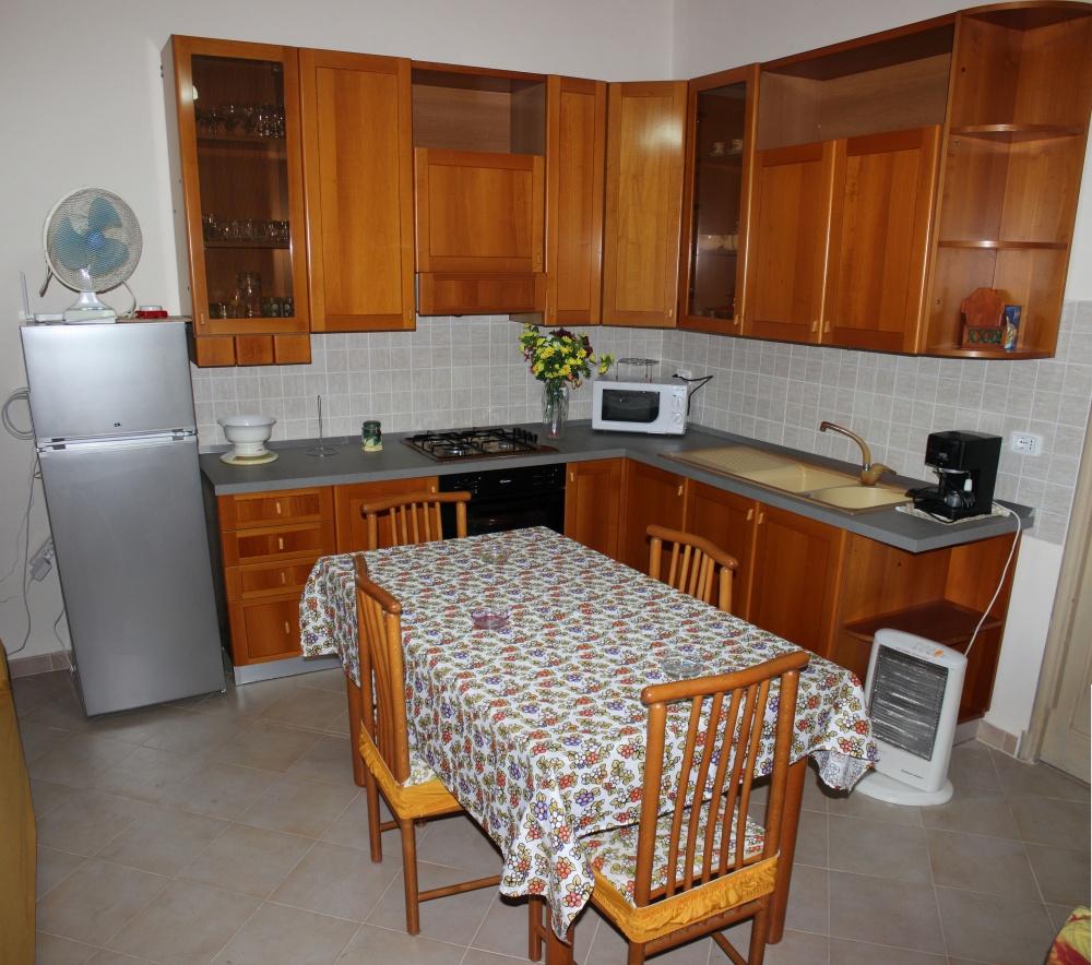 Cucina della casa vacanza di Rocca di Capri Leone RC54