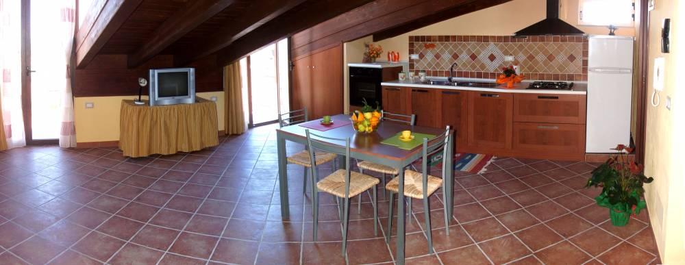 Foto n. 2 cucina e tavolo