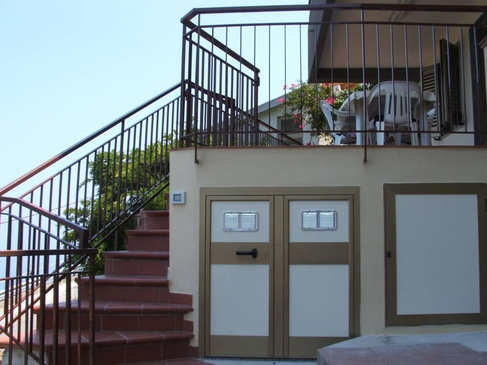 Scale di ingresso - casa per vacanze a Capo d'Orlando A35G