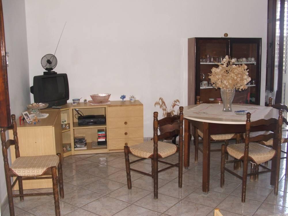 Foto 3 del soggiorno cucina