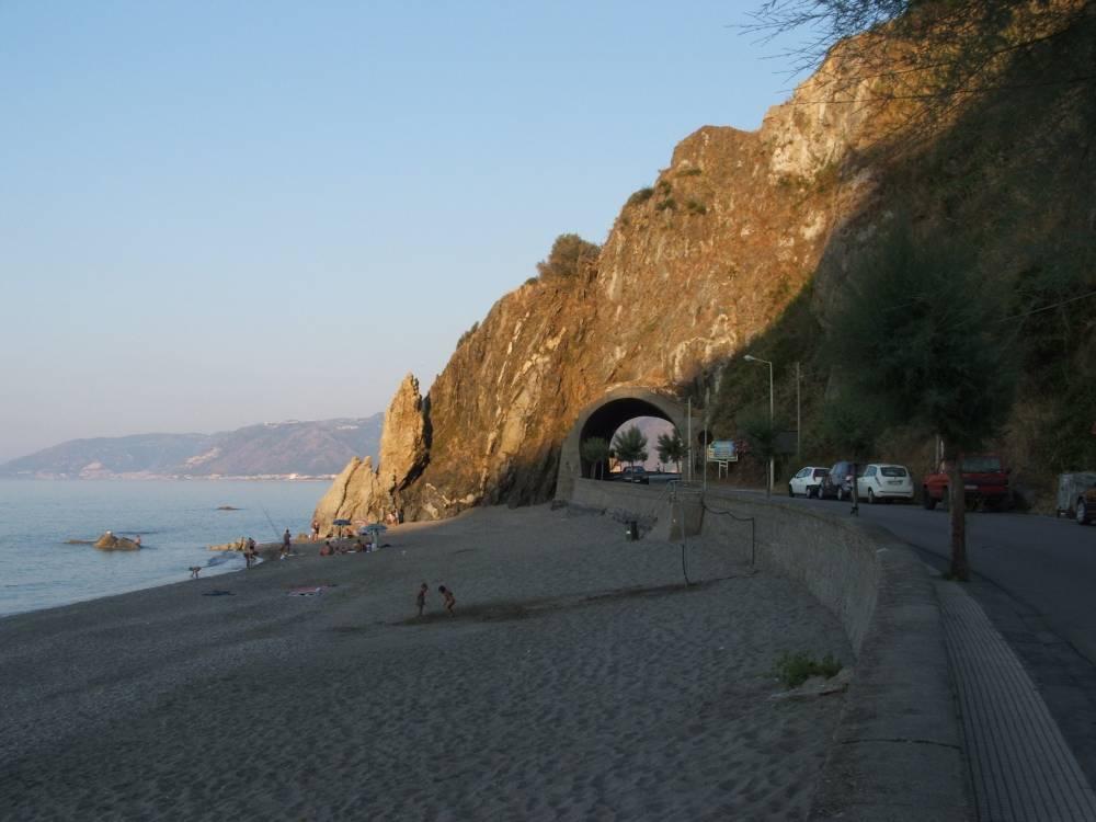Altra foto della spiaggia nei pressi della storica galelria
