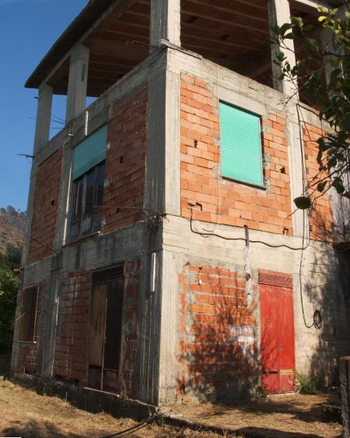 Foto 2 della Facciata esterna della casa (in costruzione) + terreno in vendita comune di Naso