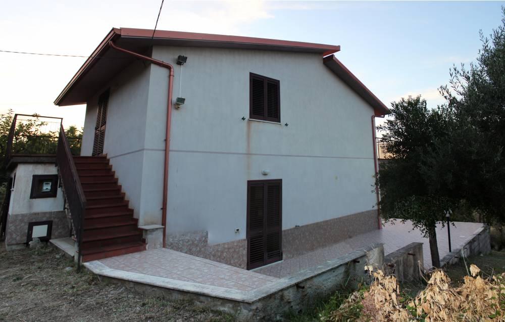Esterno della villa in vendita nel Comune di Mirto