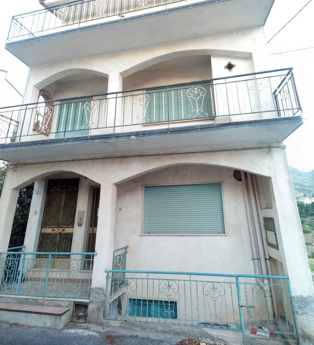 Foto e prospetto - Fabbricato di 4 piani in vendita a Rocca di Capri Leone
