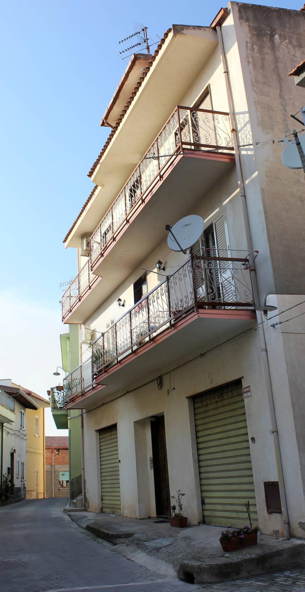 Facciata esterna del fabbricato - Casa singola in vendita a Capo d'Orlando CD06VF
