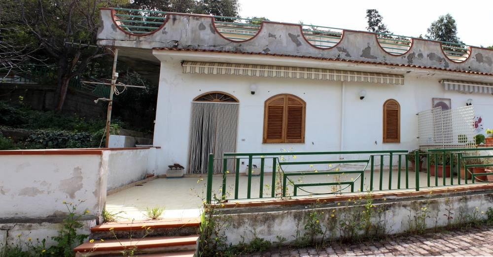 Esterno dell'appartamento in vendita a marina di Caronia residence Torre del Lauro