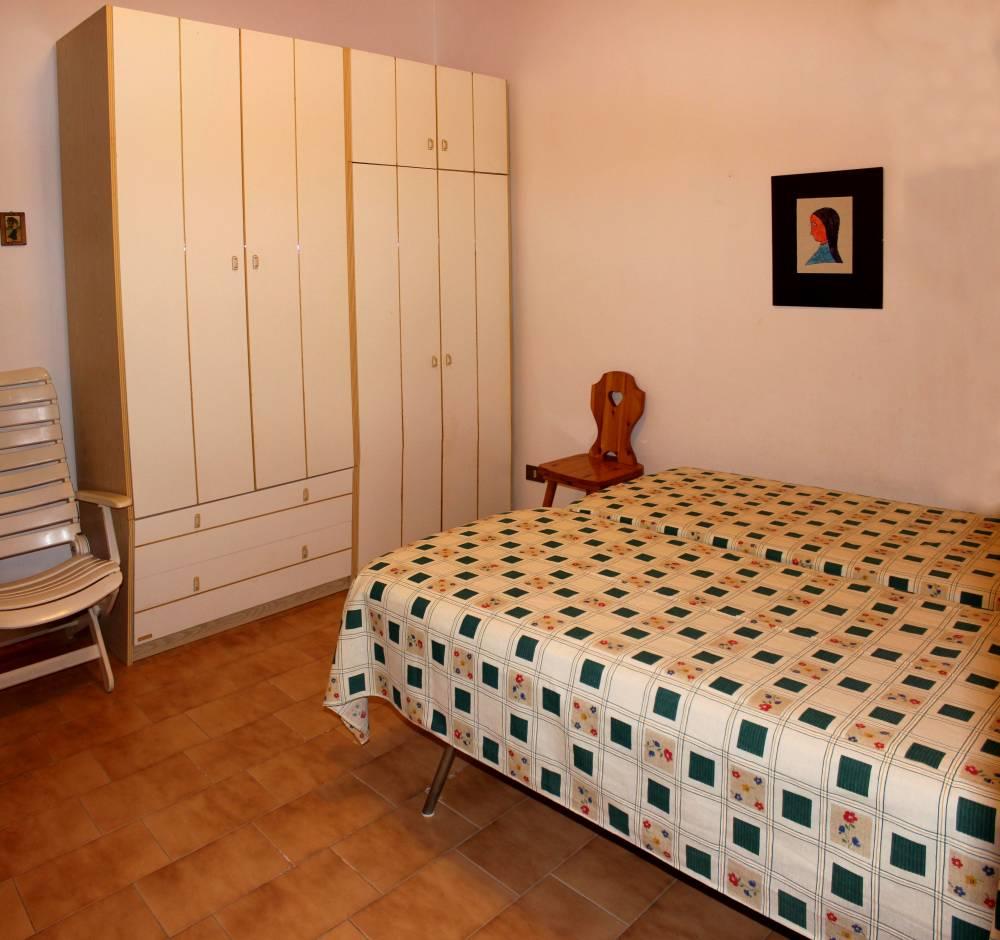 Foto 2 della camera da letto abitazione in vendita a marina di Caronia residence Torre del Lauro