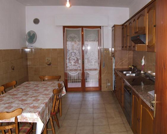 Cucina appartamento + magazzino a Rocca di Capri Leone