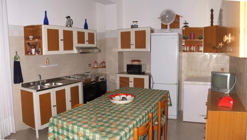 Cucina abitabile dell'abitazione in vendita a Capri Leone (zona storica) - Sicilia
