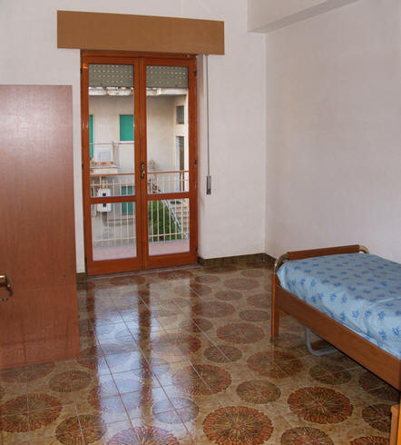 Cameretta n . 2 appartamento + magazzino a Rocca di Capri Leone