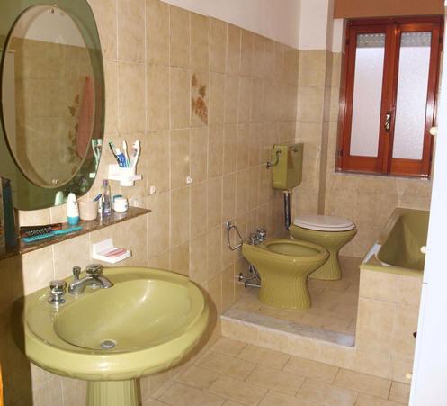Bagno appartamento + magazzino a Rocca di Capri Leone