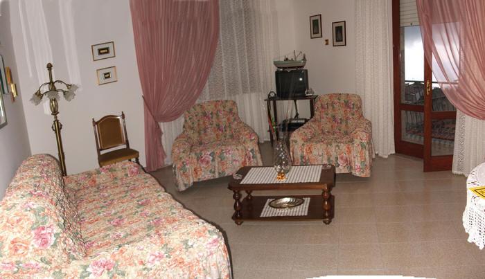 Foto n. 2 del soggiorno dell'abitazione in vendita a Capri Leone (zona storica) - Sicilia