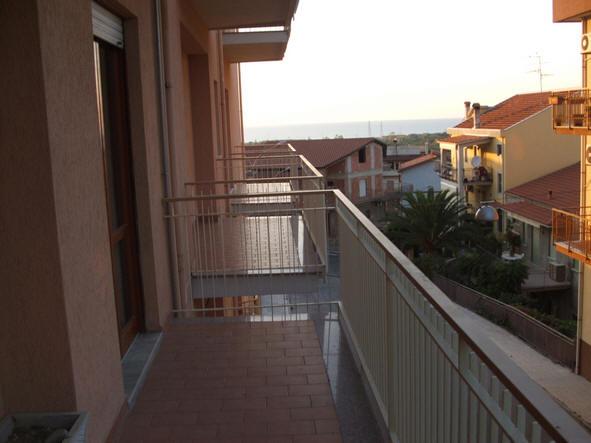 Balcone appartamento + magazzino a Rocca di Capri Leone