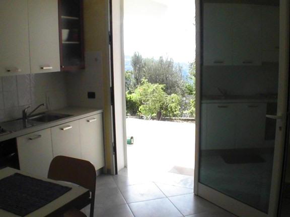 Il terrazzo vista dal soggiorno cucina