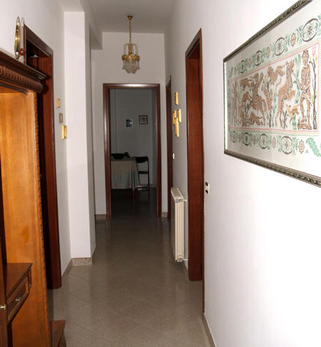 Disimpegno dell'abitazione in vendita a Capri Leone (zona storica) - Sicilia