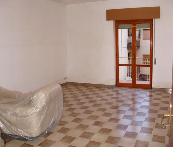 Soggiorno appartamento + magazzino a Rocca di Capri Leone