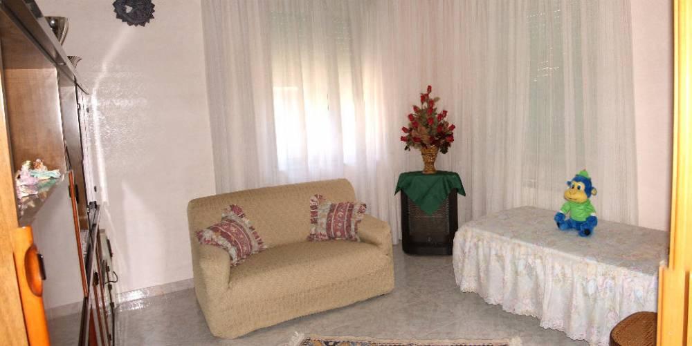 Camera con divano e lettino