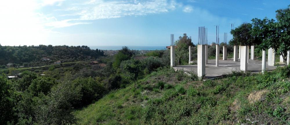 Terreno con costruzione da completare in vendita a Torrenova - Sicilia