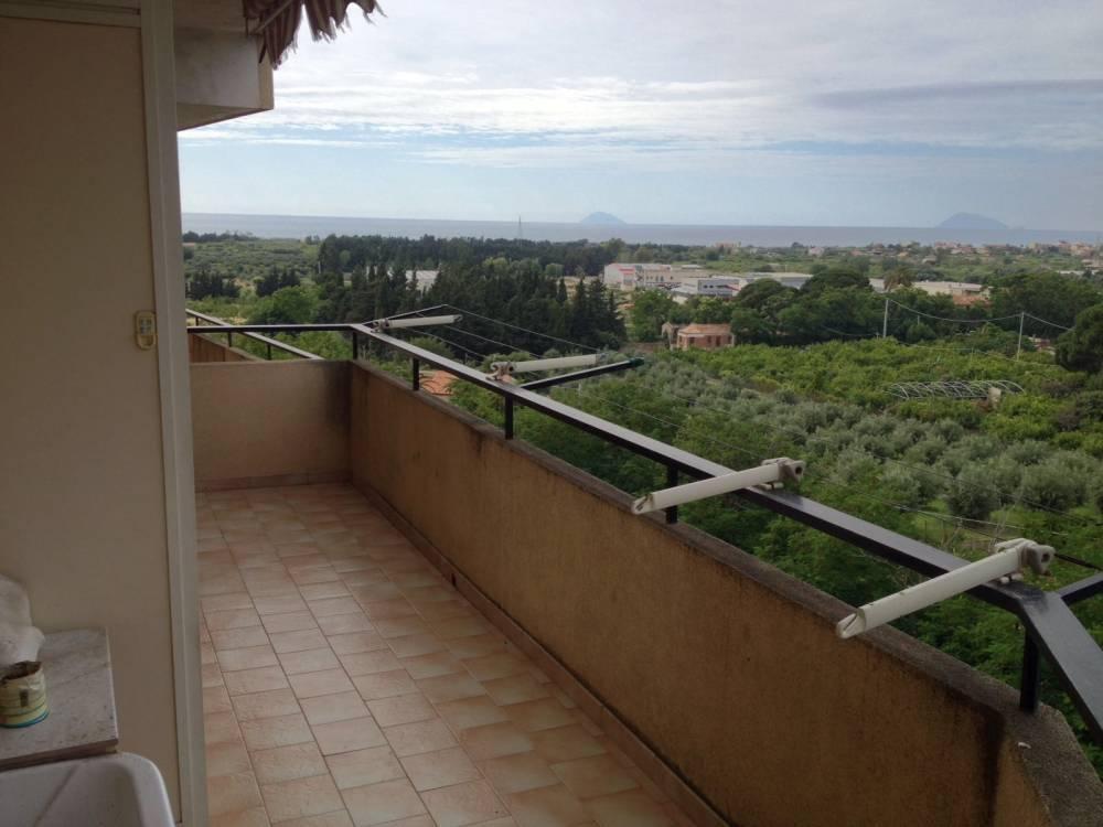 Terrazzo con vista mare dell'abitazione in vendita a Capo d'Orlando - Sicilia