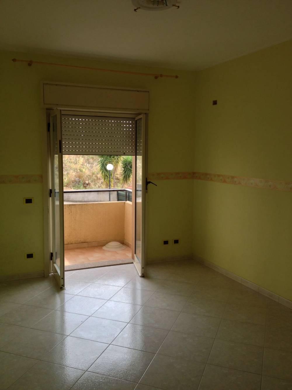Camera dell'abitazione in vendita a Capo d'Orlando - Sicilia provincia Messina