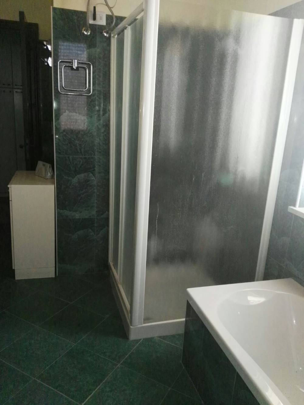 Foto n. 2 del bagno - La doccia
