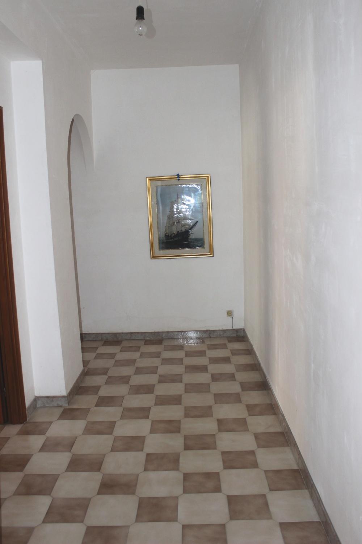 Camera 4 appartamento + magazzino a Rocca di Capri Leone