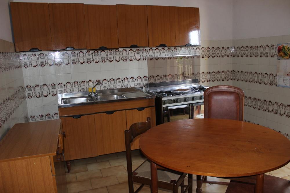 Cucina abitabile casa in vendita a Rocca di Capri Leone di fronte Irritec